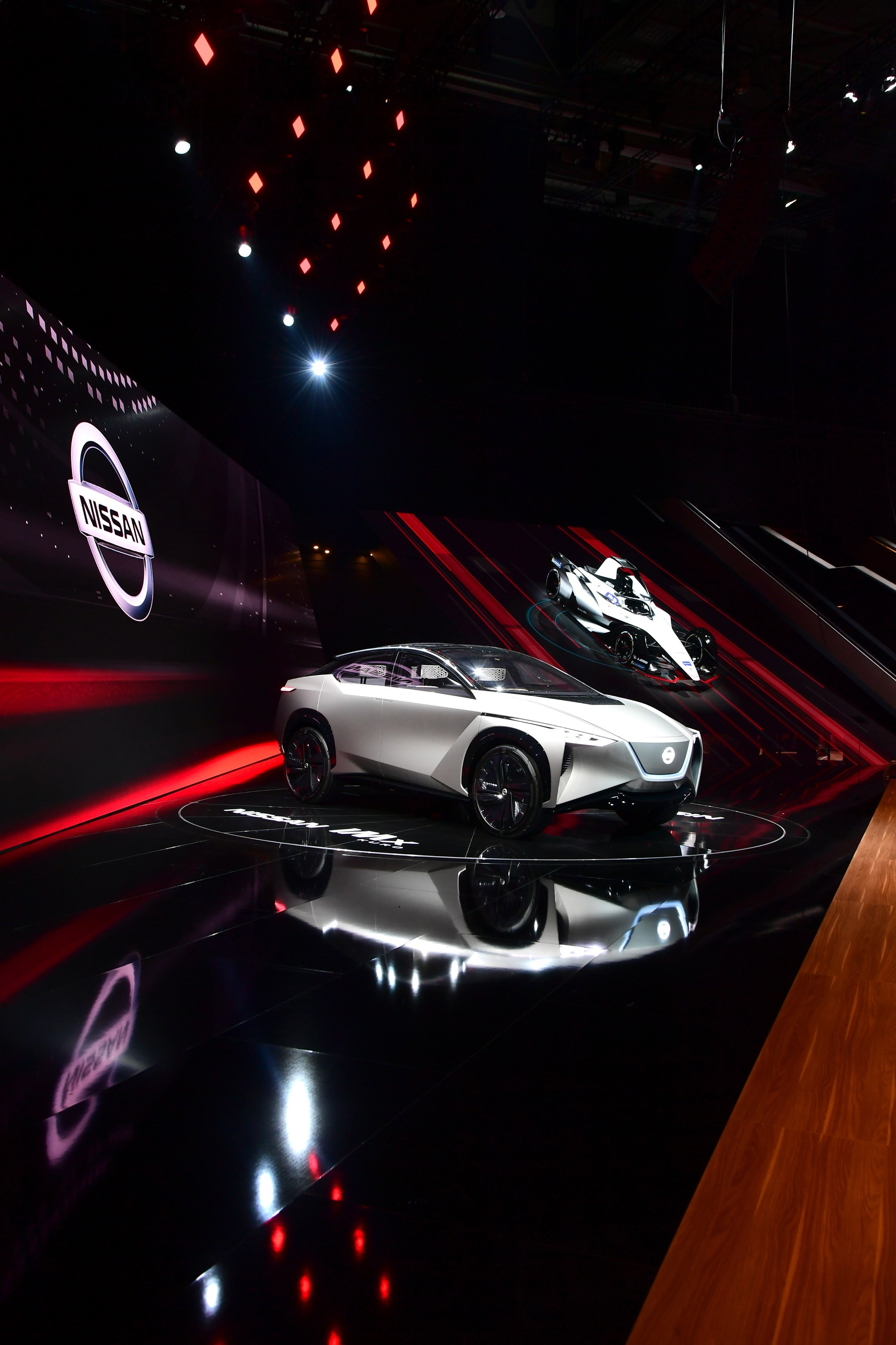 426222750_Nissan at Geneva Motor Show_stand