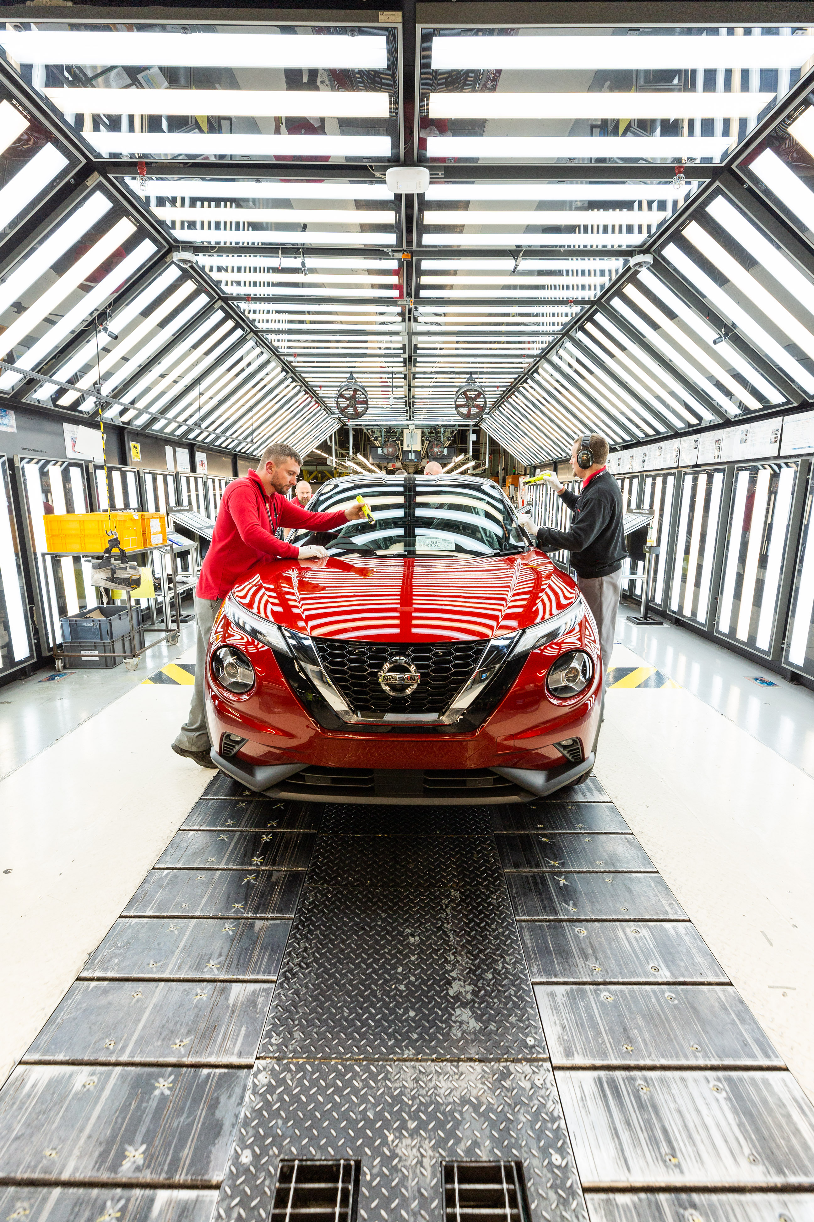 Nissan Juke production - Final Assembly (12)-source