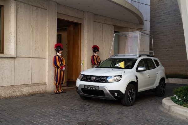 Consegna_Dacia_Santo_Padre_2.jpg.ximg.l_6_m.smart