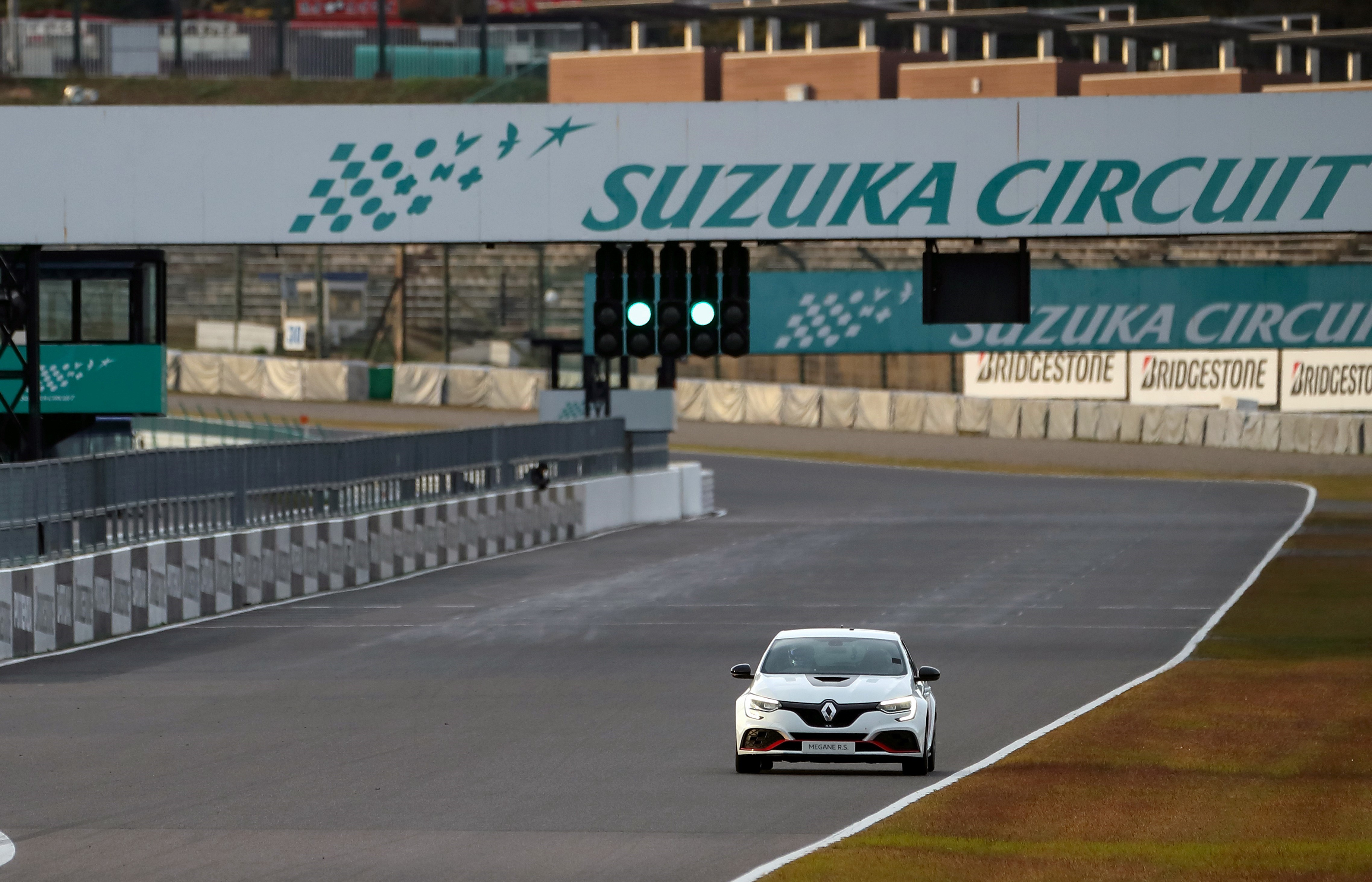 21236939_2019_-_The_new_MEGANE_R_S_TROPHY-R_New_record_on_the_Suzuka_circuit